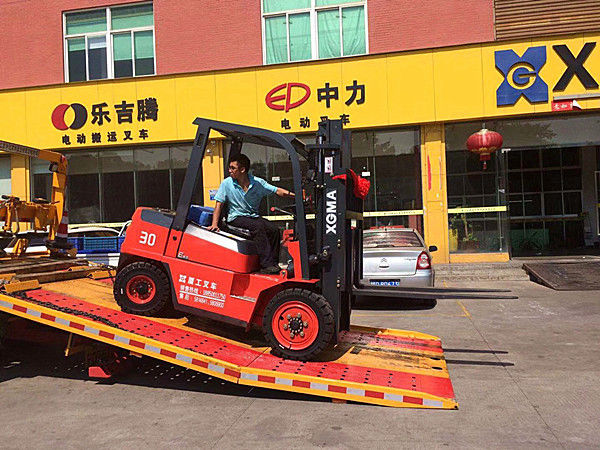 Diesel Powered Warehouse Lift Truck XinChai Engine 20km/H Max Driving Speed